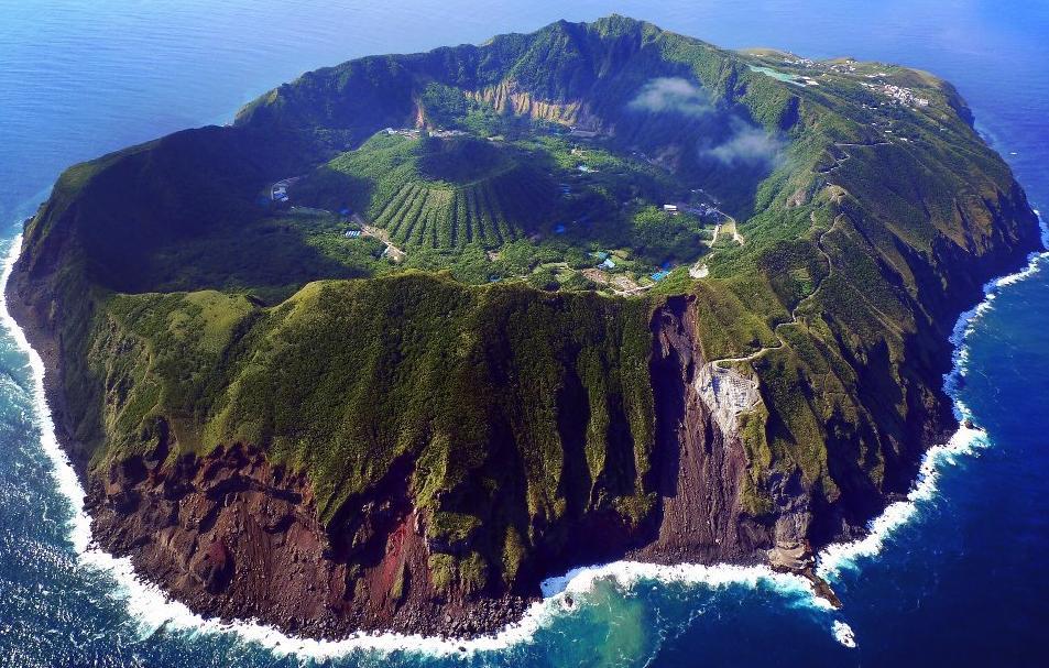 Aogashima_volcano