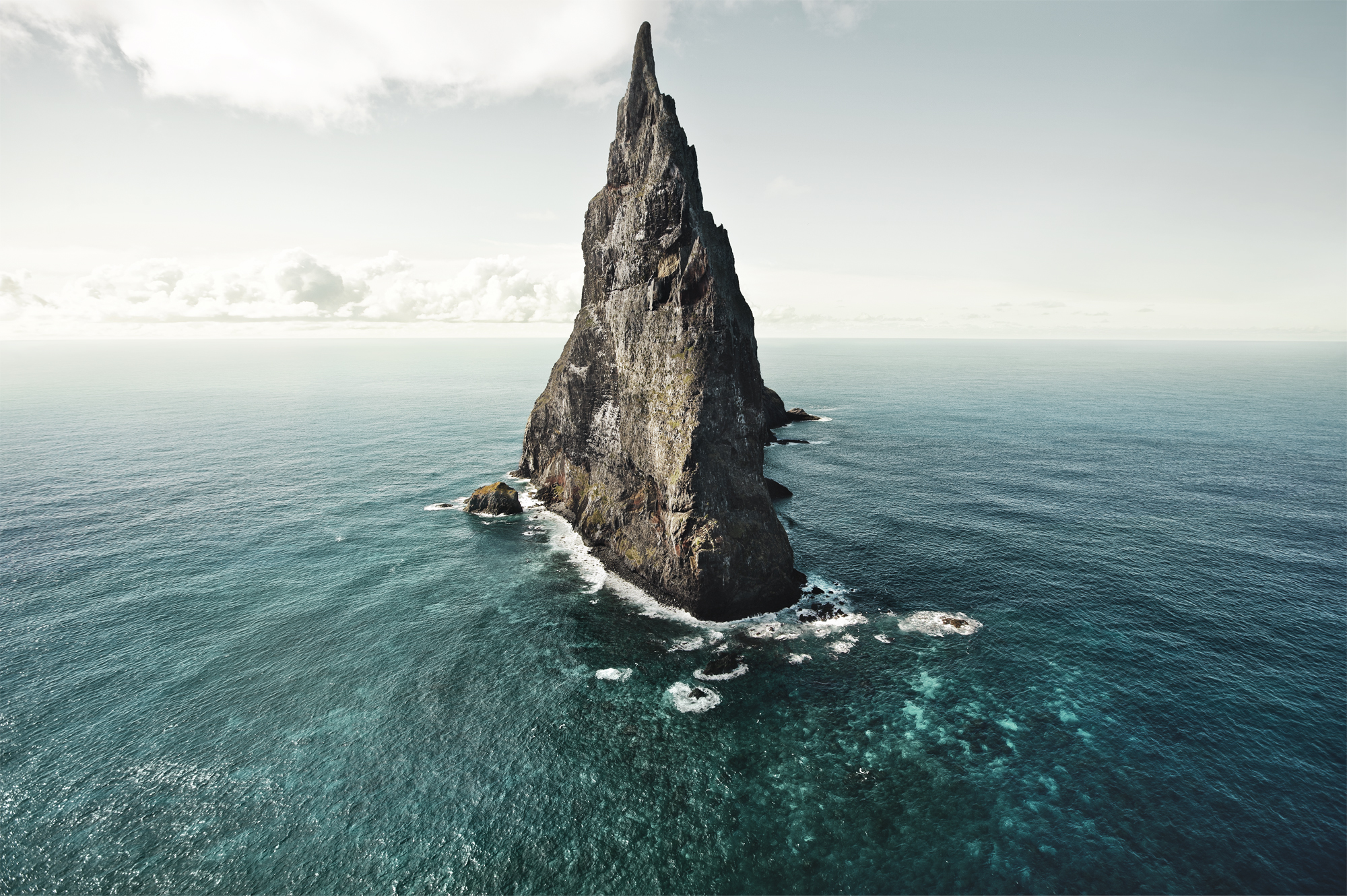 The World's Tallest Sea Stack – Ball Pyramid, Australia ...
