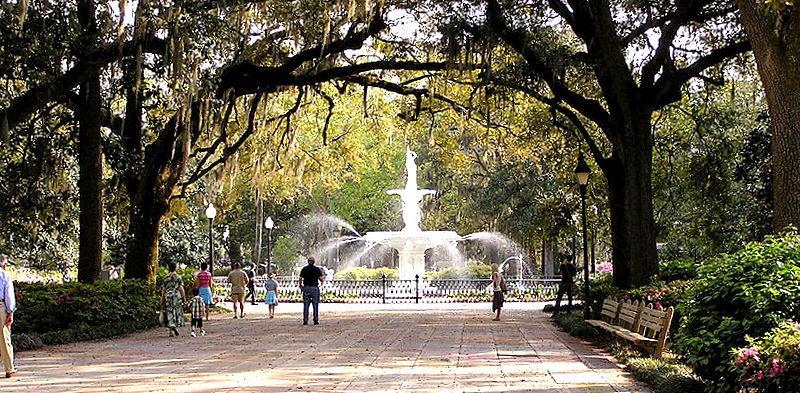 SavannahGeorgiaForsythParkWalkwayAndFountain_2006