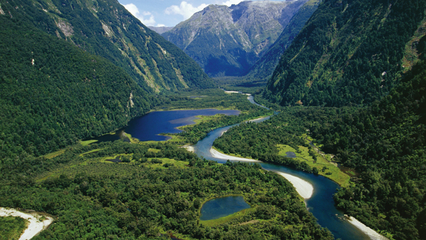 UNSPECIFIED - CIRCA 2004:  New Zealand, South Island, Te Wahipounamu, Fiordland National Park, Milford Track, river Arthur.  (Photo By DEA / C. DANI I. JESKE/De Agostini/Getty Images)