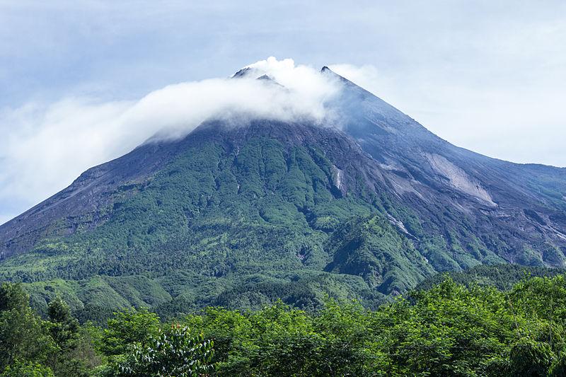 Mount_Merapi_in_2014