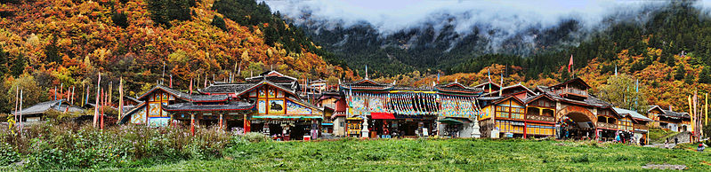 799px-1_jiuzhaigou_valley_shuzheng_village_panorama_2011