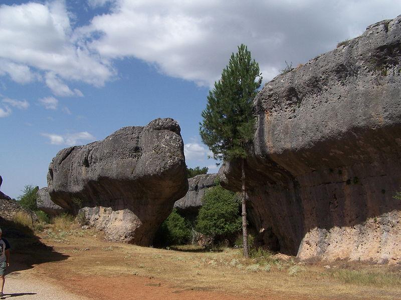 800px-Rock_walls_in_Ciudad_Encantada