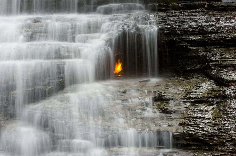 800px-Eternal_flame_falls_7252