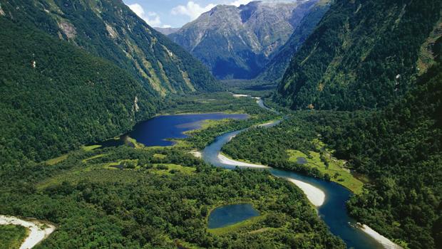 UNSPECIFIED - CIRCA 2004:  New Zealand, South Island, Te Wahipounamu, Fiordland National Park, Milford Track, river Arthur.  (Photo By DEA / C. DANI I. JESKE/De Agostini/Getty Images)