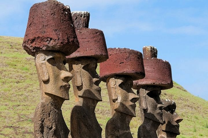 Chile-Moai-Anakena-Beach